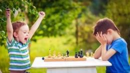 Ekspresi Menang dan Kalah dalam Kompetisi Catur. Sumber Suara.com