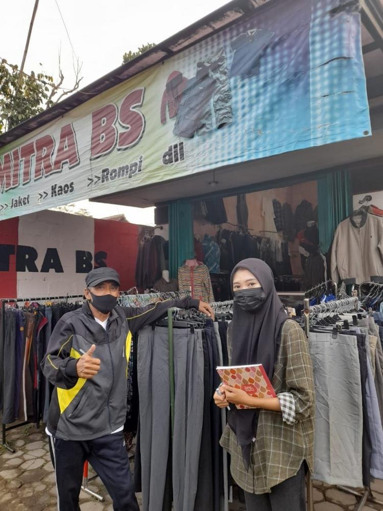 Dokumentasi bersama pemilik toko, Bapak Budi|dokpri