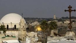 Tiga tempat ibadah yang menjadi situs suci agama Kristen, Islam, dan Yahudi. (AFP via BBC)