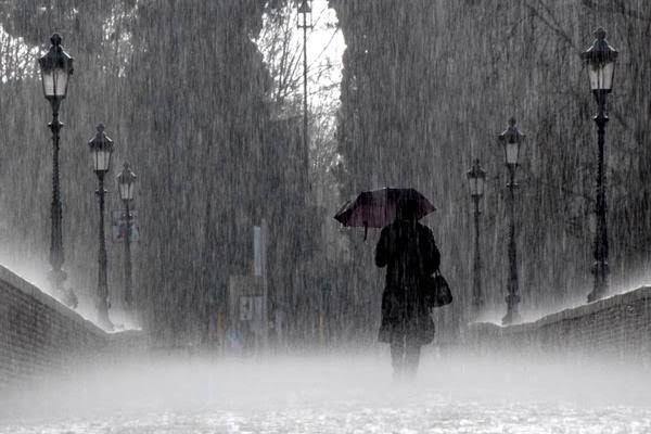 Ilustrasi Puisi : Engkau Itu Hujan. Sumber: Bisnis.com