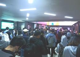 Antrean kembali terjadi setelah masuk area stasiun, tetapi belum masuk ke area peron (foto by widikurniawan)