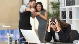 Ilustrasi perundungan di tempat kerja | Sumber: stock.adobe.com