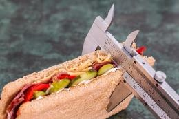 Harus melakukan program diet demi menurunkan berat badan? Tak perlu. (Sumber: Steve Buissinne/Pixabay)