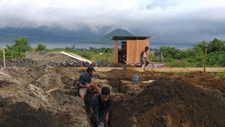 Menggali Fondasi Rumah (Dokumentasi Pribadi)