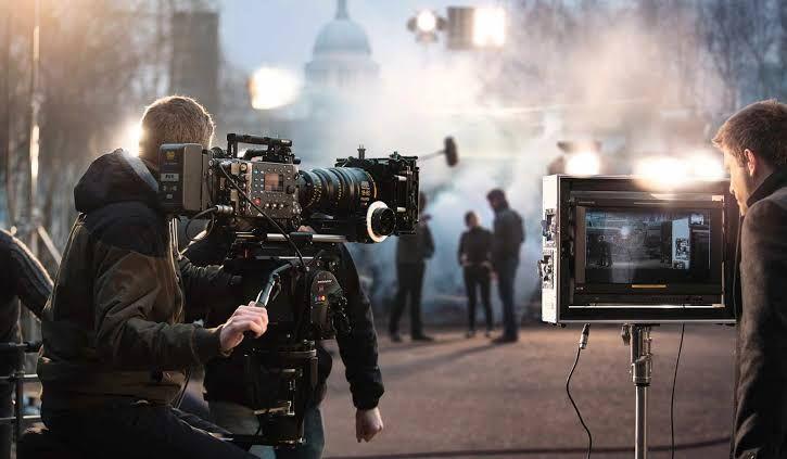 Ilustrasi produksi sebuah film. Sumber : Mbrella Films