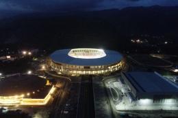 Suasana malam di Stadion Lukas Enembe, Jayapura, Papua. (Dok Humas PLN UIW PPB via kompas.com)
