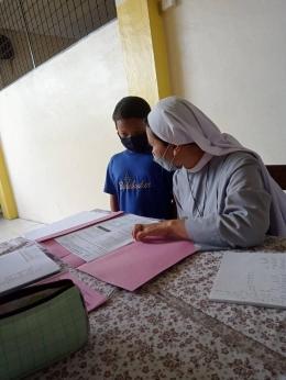 Belajar di teras sekolah|Dokpri