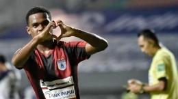Ramai Rumakiek mencetak gol ke gawang Persita di pekan pertama Liga 1 2021/2022: papua.tribunnews.com