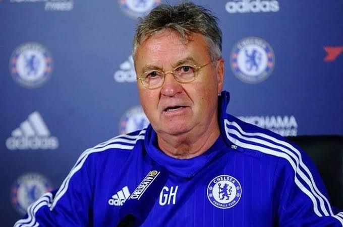 Guus Hiddink semasa melatih Chelsea (Bolasport.com)