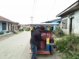 Mengangkut cabe petani dengan beca bermotor (Dok. Pribadi)