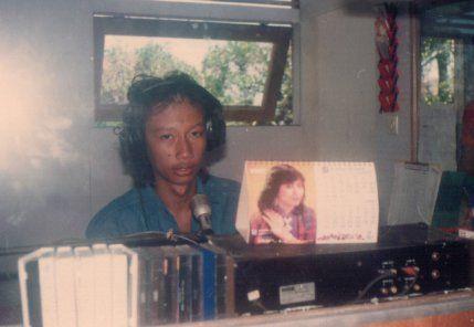 Penulis saat menjadi penyiar Radio Gema Persada, 1987-1990 (1) Sumber : Pribadi