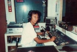 Penulis saat menjadi penyiar Radio Gema Persada, 1987-1990 (2) Sumber : Pribadi