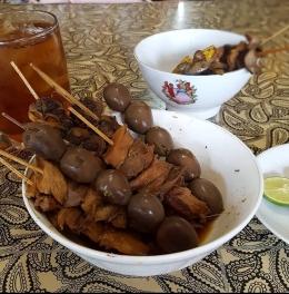 Perbandingan mangkok biasa (bawah) dengan mangkok soto Semarang (atas). (Foto : dokpri MomAbel)