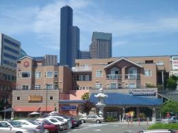 Uwajimaya Village, Seattle. Sumber: https://bit.ly/3Ea680L Wikimedia Commons