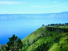 bukit holbung samosir danau toba doc. creativecommons.org
