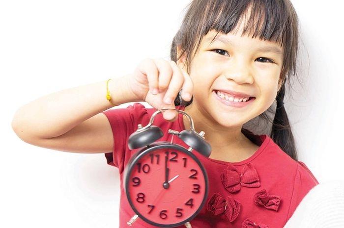 Ilustrasi disiplin waktu baiknya diajarkan sejak dini.| Sumber: iStock via nova.grid.id