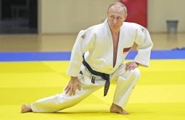 Pemanasan sebelum latihan judo. (Sumber: WSJ Online)