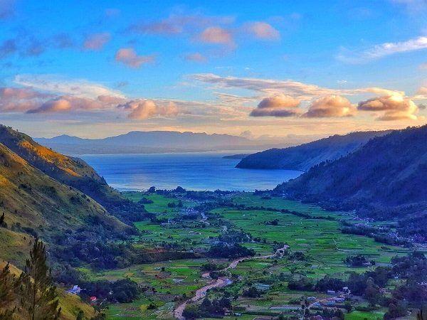 Lembah Bakkara, salah satu destinasi wisata alam mirip negeri Eropa. Sumber : Indonesia Traveler