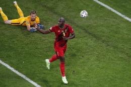 Romelu Lukaku dalam pertandingan Grup B Euro 2020 antara Belgia dan Finlandia di Stadion Saint Petersburg, Rusia, 21 Juni 2021. (AFP/ANTON VAGANOV dipublikasikan kompas.com)