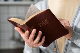 Kitab Suci   Sumber : freepik.com