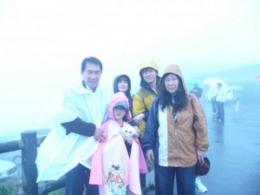 Berfoto dikaki gunung Fuji Yama (dok pribadi)