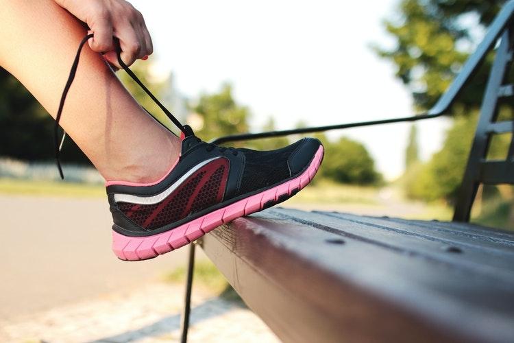 Olah raga secara rutin  untuk menurunkan berat badan dan menjaga kesehatan | sumber: JESHOOTS.com from Pexels