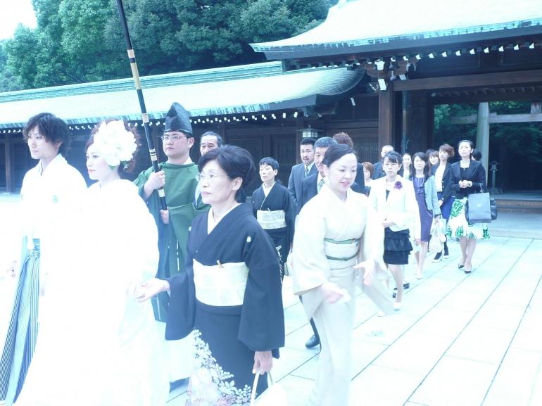 Arak arakan pernikahan dikaki Gunung Fuji Yama (dok pribadi)