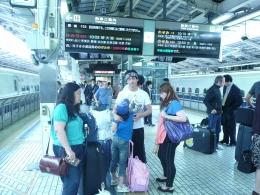 Menunggu kereta api dari Narita Interrnational Airport menuju Tokyo (dok pribadi)