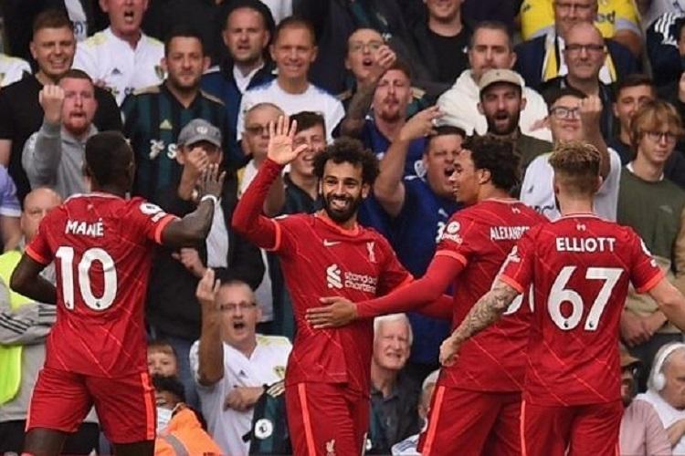 Mohamed Salah dan rekan satu timnya di Liverpool merayakan gol saat melawan Leeds United di pekan keempat Liga Inggris, Minggu (12/9/2021). Foto: AFP/Oli Scarff via Kompas.com