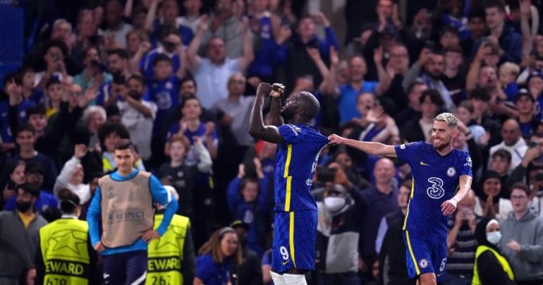 Pemain Chelsea merayakan gol ke gawang Zenit Saint Petersburg. (via football365.com)