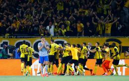 Pemain Young Boys merayakan gol kedua ke gawang Manchester United. (via the-sun.com)