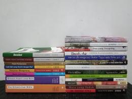 Buku cerpen pilihan Kompas koleksi saya. Tinggal dua buku belum selesai dibaca. Di gambar, masih belum ada buku tahun 1991, 1994, 1998, 2002, 2003, 2005, 2006, 2007, 2010, 2011, 2012, dan 2020. Lumayan sulit mendapatkannya. Sekarang sedang proses memesan ke toko. Sumber: dokumentasi pribadi