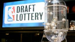Alat kocokan arisan eh lotere untuk menentukan nomor urut tiap tim dalam draft NBA (franchisesports.co.uk)