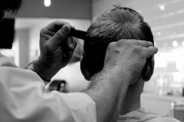 ilustrasi ayahku seorang tukang cukur rambut. (pixabay.com/Renee_Olmsted_Photography)