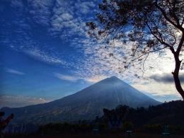 Gunung Ine Rie dari salah satu spot wisata (Dok. Iin Emil)