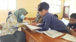 Membantu Guru dalam Pembelajaran di Kelas