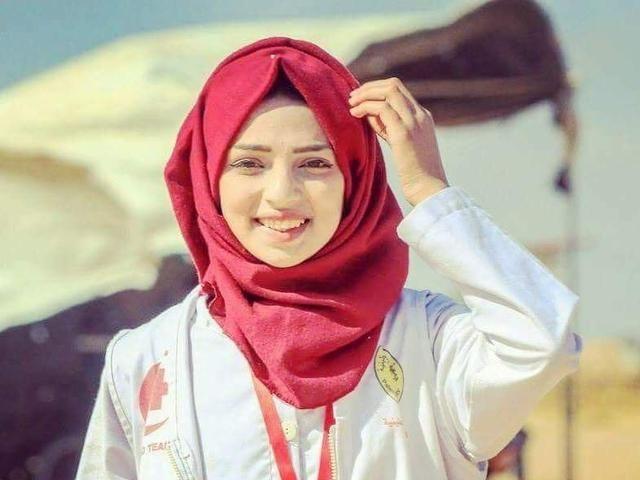 Razan Ashraf Najjar, perempuan 21 tahun yang menjadi pekerja medis ini, tewas oleh peluru tajam yang ditembakkan tentara Israel pada 1 Juni 2018 (internasional.kompas.com)