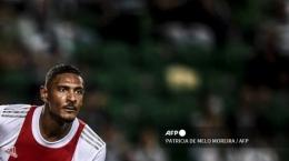 Sebastien Haller cetak empat gol ke gawang Sporting CP. Sumber: AFP/Patricia De Melo Moreira/via Tribunnews.com