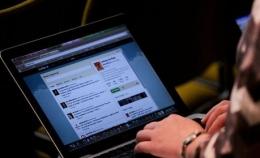 Ilustrasi Aktivitas Membaca Berita Online. Sumber: journalism.co.uk