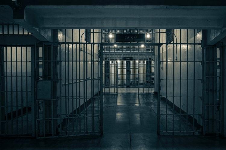 Ilustrasi penjara Foto oleh Xiaoyi dari Pexels
