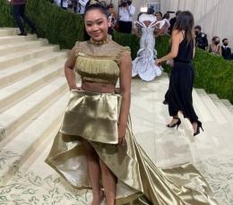 Penampilan Suni Lee di MET Gala 2021: https://twitter.com/metmuseum