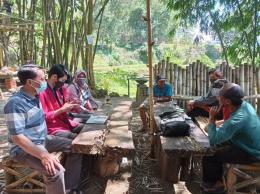 Gambar 1 : Diskusi Tim PMM dengan Pengurus (Dokpri)