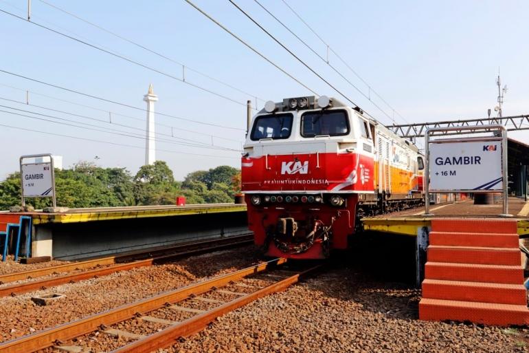 Lokomotif CC 206 dengan livery spesial kemerdekaan. (Sumber: Dokumentasi KAI)