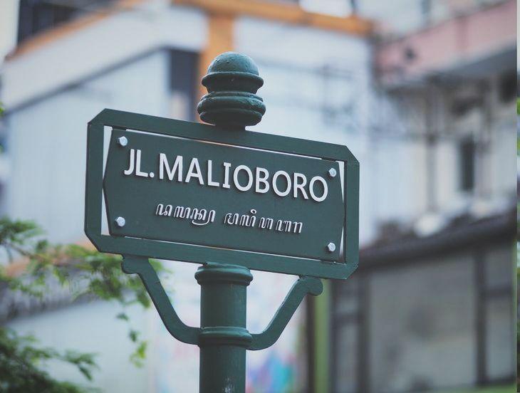 Ilustrasi papan nama jalan Malioboro (Foto: Agto Nugroho Via Unsplash)