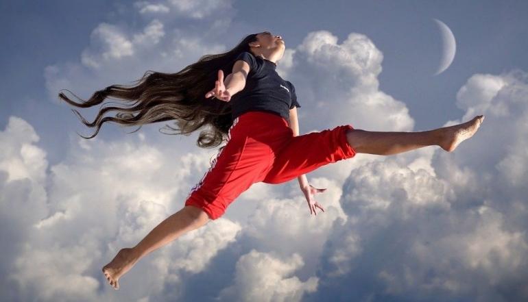 Ilustrasi untuk Puisi Jatuh ke Atas dari pixabay.com