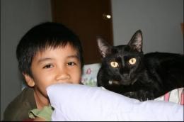 Bersama kucing kesayangan tuan rumah, di Sukaluyu Bandung