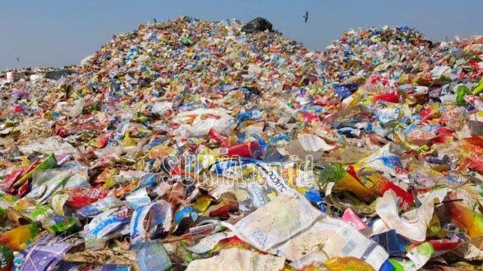 Tumpukan sampah plastik yang berada di TPA Supit Urang, Kota Malang, Senin (24/6/2019) from: surya.co.id