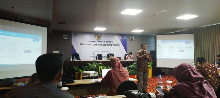 bimbingan teknis Tracer Study 2021 yang diselengarakan oleh dirjen vokasi ( 16-17/9/2021 ) hotel Aria Surabaya/dokpri