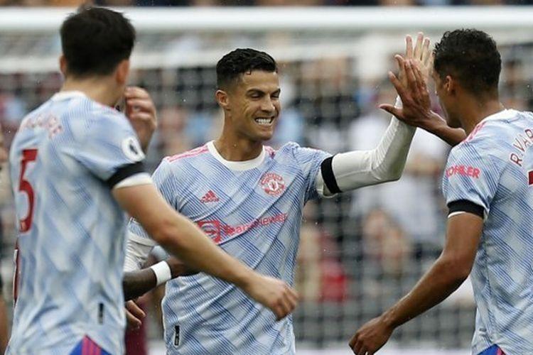 Cristiano Ronaldo merayakan golnya ke gawang West Ham bersama tim. Foto: Ian Kington/AFP via Kompas.com