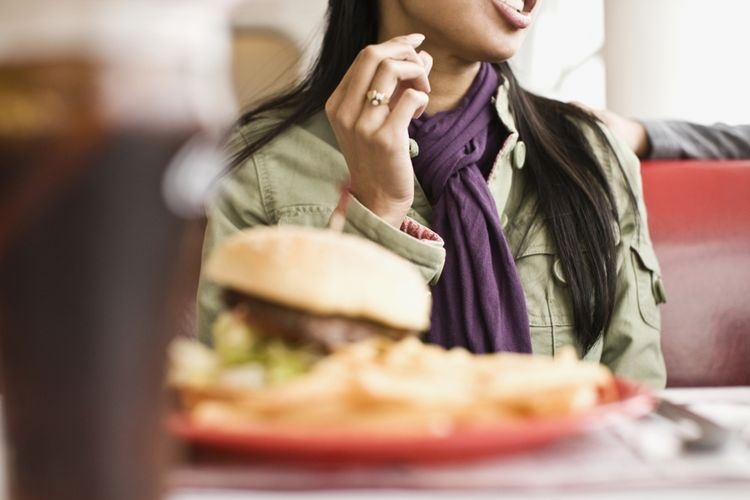Ilustrasi makanan junk food. (sumber: Hill Street Studios via kompas.com)